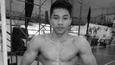 A boxer dies after a sparring session where he was visibly wobbled but insisted on continuing the round, though he was denied that request.